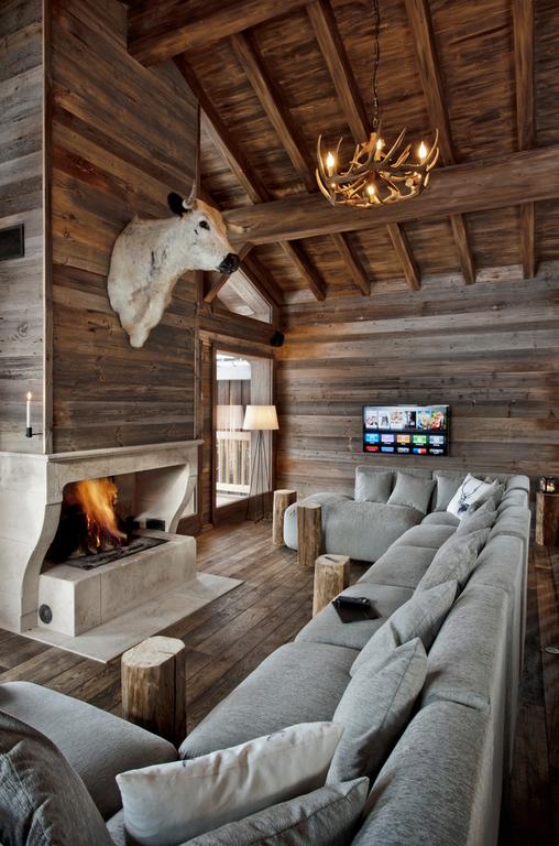 Интерьер, Кантри, Гостиная, дерево,диван,камин,серый,шале,