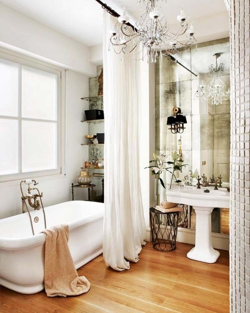 Интерьер зеркальной ванной комнаты