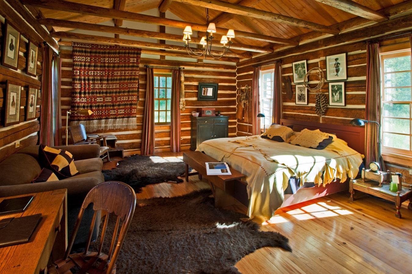 Комната из дерева фото